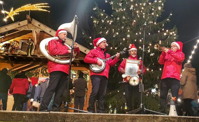 Christmas Heroes swinging Christmas