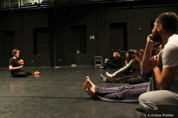 Neutrale Maske in der Theater-Ausbildung