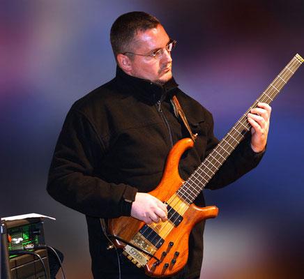 Marc Schamberger (Bass)