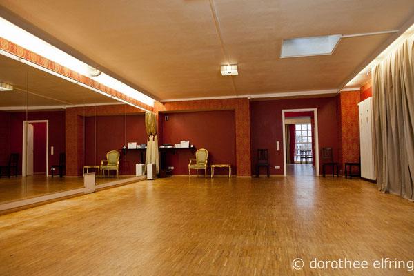 Saal 2 der Maillinger Mietstudios in München mit Blick Richtung Türe zu Saal 1