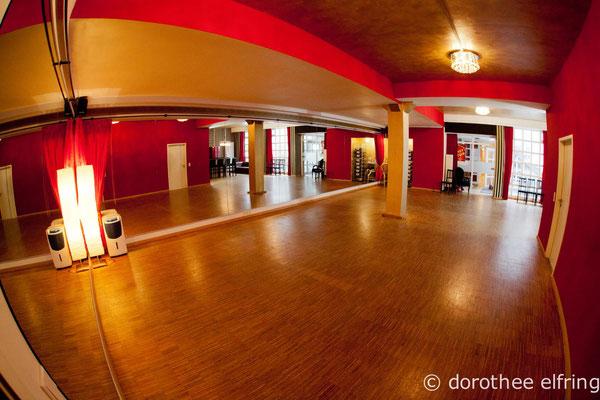 Saal 1 der Maillinger Mietstudios in München mit Blick Richtung Eingang