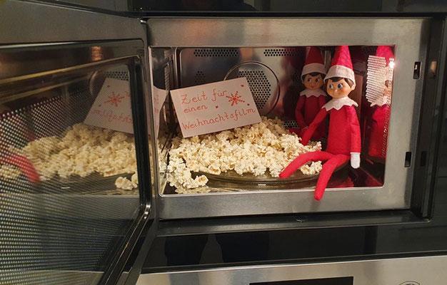 Zeit für einen Weihnachtsfilm mit Popcorn