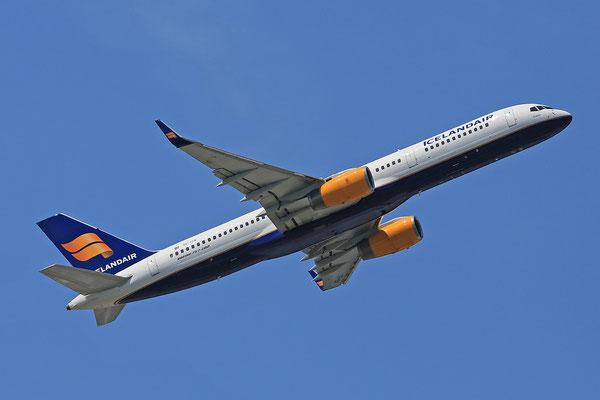 07.07.2013; TF-ISK, Boeing 757-223 der Icelandair (ex-American N648AA)