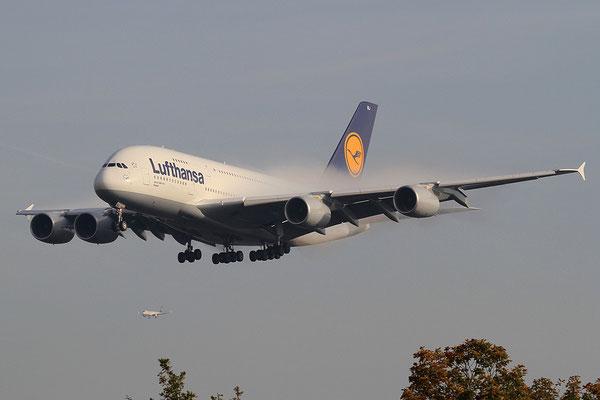 FRA 20.10.2012; D-AIMJ Airbus A 380-800 Lufthansa
