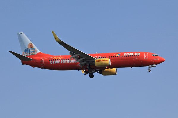 "27.07.2013; D-AHFZ Boeing 737-8K5 der TUIFly ""CEWE-Fotobuch"""