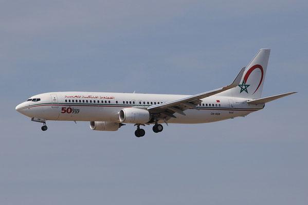 """27.07.2013; CN-RGN, Boeing 737-8B6 der Royal Air Maroc mit """"50th Boeing 737""""-Sticker"""