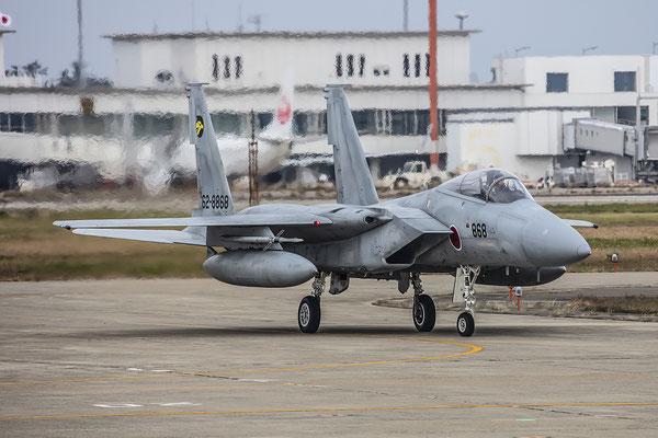 """Eine F-15 der """"Golden Eagles"""" kehrt zurück."""