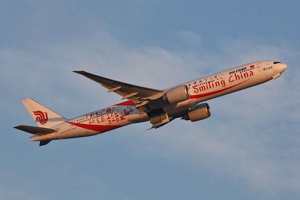 """27.07.2013; B-2035, Boeing 777-39L(ER) der Air China """"Smiling China"""""""