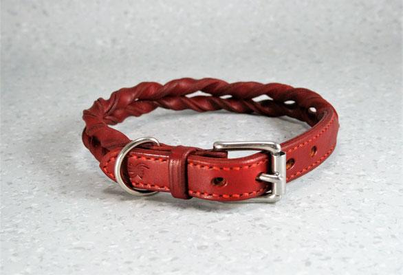 Geflochtenes Halsband / Größe: S / Breite: 2,0 cm / Farbe Oberleder: Red/Rot / Farbe Naht: Rot /Preis: € 69,-