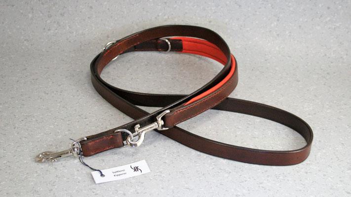 Hundeleine BASIC verstellbar / Größe: 2,0 m / Breite: 2,0 cm / Farbe Oberleder: Dark Brown/Dunkelbraun / Farbe Unterleder Handschlaufe: 4 Rot / Farbe Naht: Rot / Verzierung: - / Preis: € 97,-