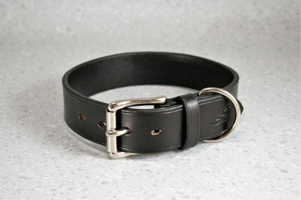 Halsband BASIC / Größe: M / Breite: 3,5 cm / D-Ring Position: neben der Schnalle / Farbe Oberleder: Black/Schwarz / Farbe Naht: Schwarz / Verzierung: - / Preis: € 57,-