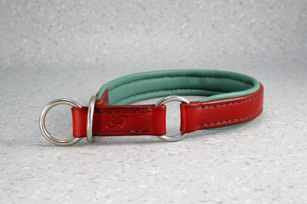 Zugstopp-Halsband / Größe: 36 cm Umfang hinter den Ohren, 40,5 cm Kopfumfang / Breite: 2,0 cm / Farbe Oberleder: Red/Rot / Farbe Unterleder: 7 Türkis / Farbe Naht: Rot/ Verzierung: - / Preis: € 72,-