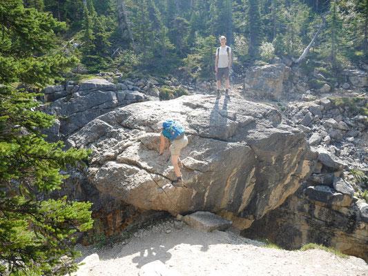 Auf dem Boulder konnte man den Canyon überqueren, offiziel ausgeschildert