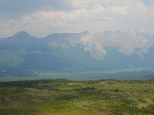 Diesiger Blick auf den Maligne Lake