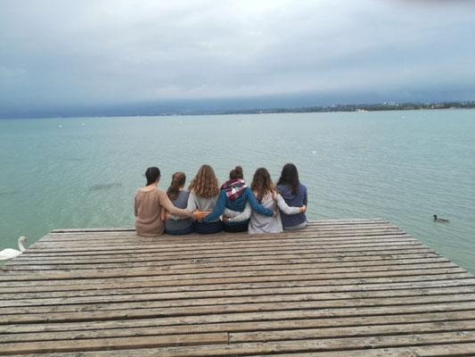 Gemeinsamer Blick in den Gardasee