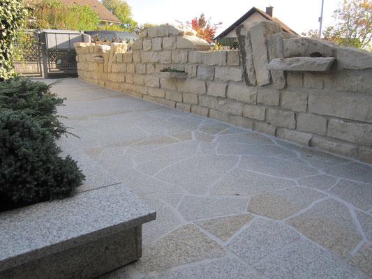 Eingangsmauer Jura Kalkstein