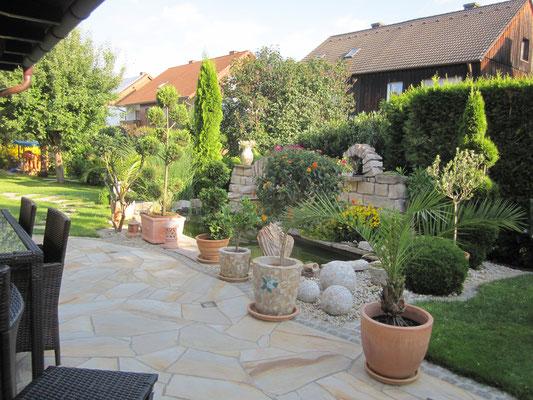 Terrasse mit Naturstein - Toskana Deko