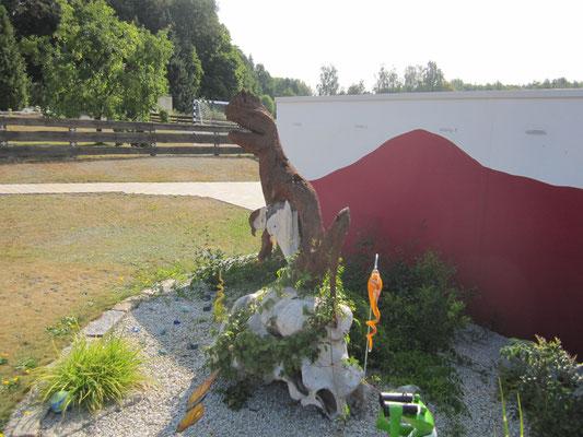 Dino - Teakholzschnitzerein