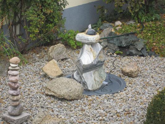 Natursteinbrunnen - Kreative Gartengestaltung