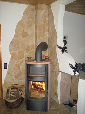Naturstein verblendeter Innenbereich mit Schwedenofen