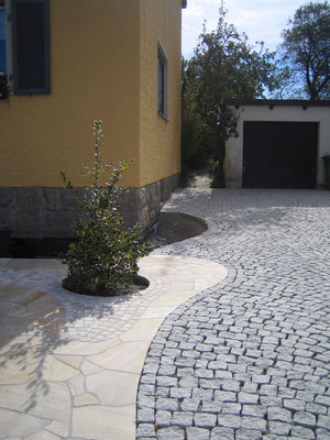 Garageneinfahrt mit Polygonalverlegung