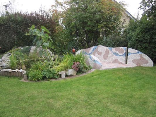 Gartenteichanlage mit Natursteinmosaik Verlegung