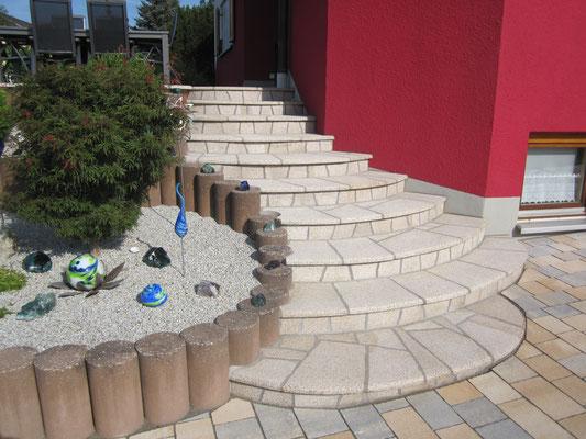 Naturstein Eingangsbereich - Polygonalverlegung - Steintreppenaufgang