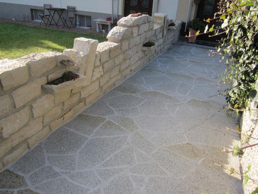 Eingangsmauer aus Jura Kalkstein
