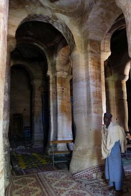 ...eine der größten Höhlenkirchen von Tigray