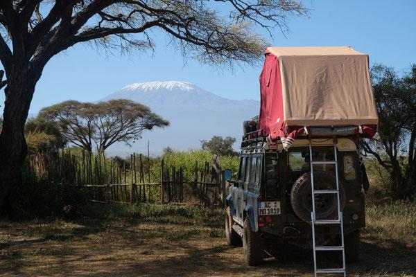 Camping mit Blick auf den Kilimanjaro bei den Massai