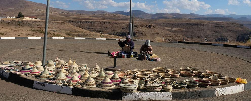Korbkunst am Katse Dam