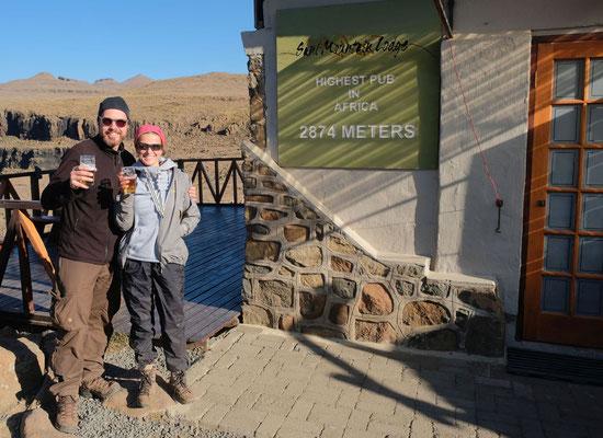 Bierchen nach der Wanderung am Sani Top