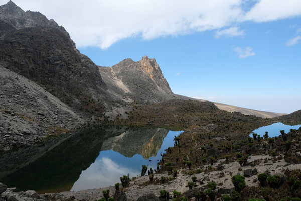 unzählige Bergssen begleiten die Wanderung