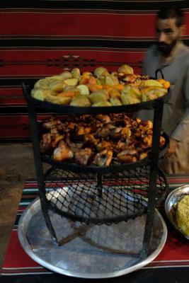 Traditionelles Beduin Essen - im Boden zubereitet