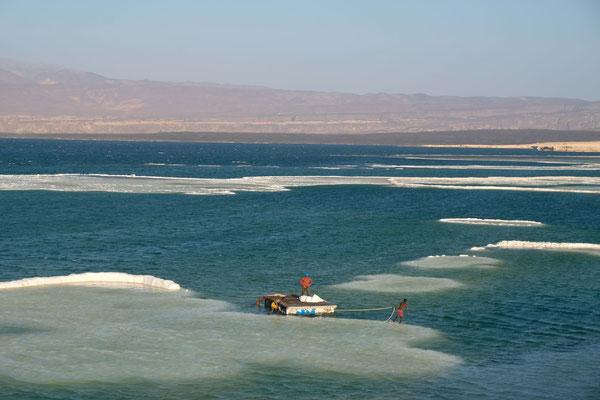 Hier wird Salz abgebaut und noch mit Kamelkaravanen abtransportiert