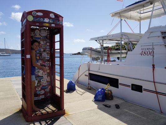 Virgin Gorda, Lovesick Bay, Telefonzelle als Dusche