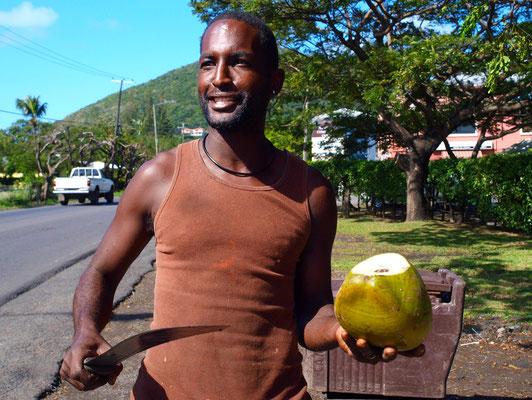 Frisch Kokosnuss am Straßenrand