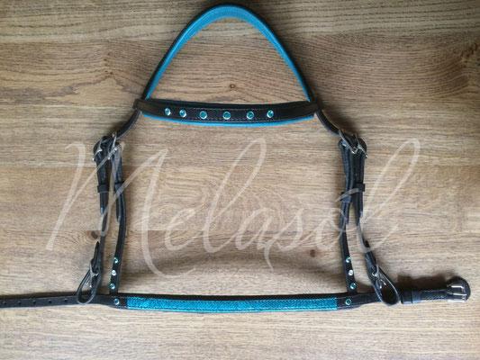 Trense Prestige, Leder: schwarz, Fischleder: türkis-grün, Swarovski:  blue Circon & Crystal, Polster: Waikiki & schwarz