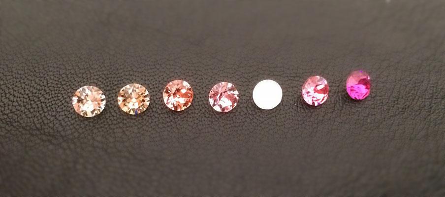 v.l.n.r.: Silk, lt. Peach, Rose Peach, lt. Rose, Rose Water Opal, Rose, Fuchsia