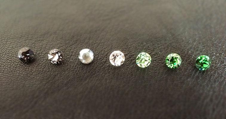 v.l.n.r.: Graphite, Silver night, Dark Grey, Crystal, Peridot, Fern Green, Dark Moss