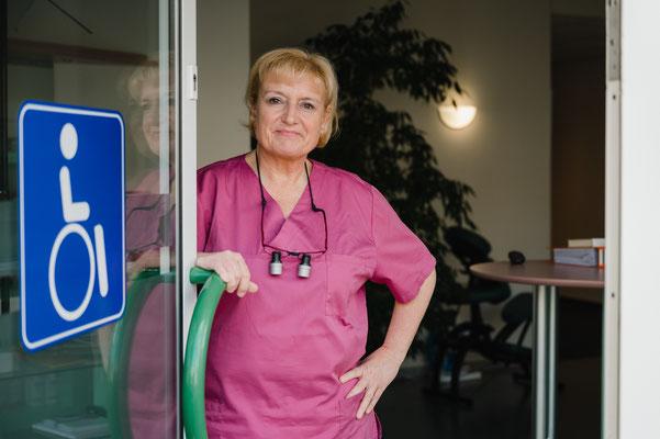 Zahnärztin Iris Scheele Barrierefreier Eingang
