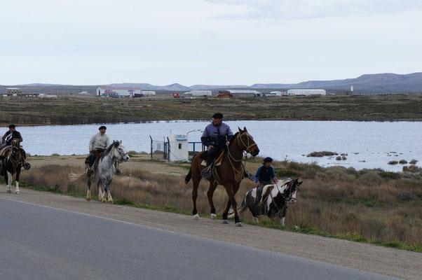 Gauchos en route pour leur fête traditionnelle ...