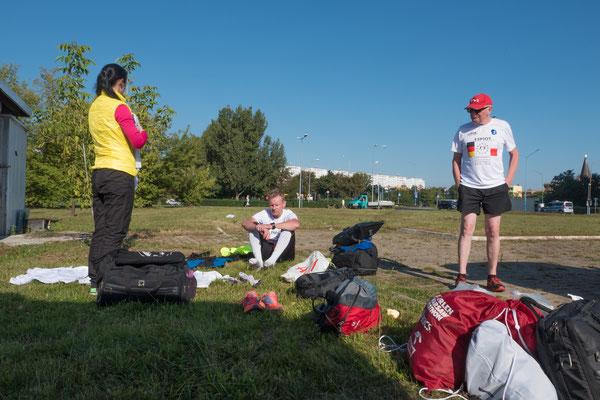 Breslau: Das Nachtteam erwartet das andere Team zum Fahrzeugwechsel