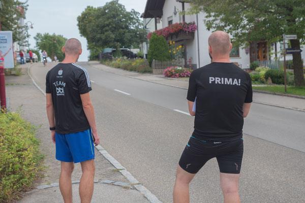 Warten auf die Ankunft der Läufer gehört zum Alltag