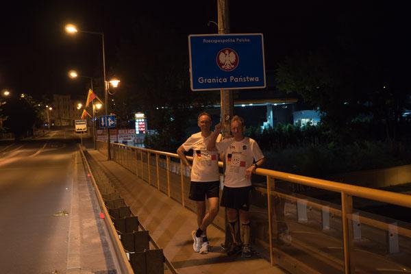 Andreas Weiner und Max Pickl am Grenzübergang zu Polen