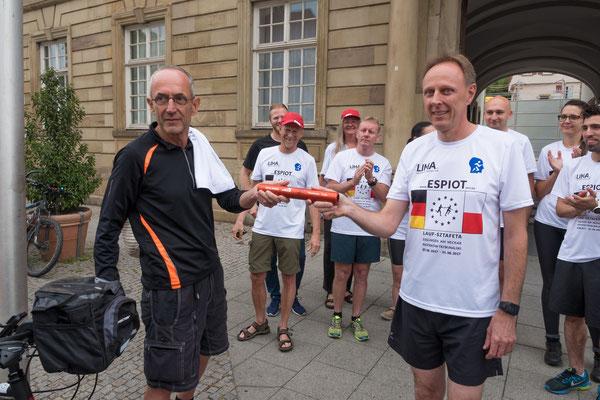 Wilfried Wallbrecht übergibt den Staffelstab an Andreas Weiner