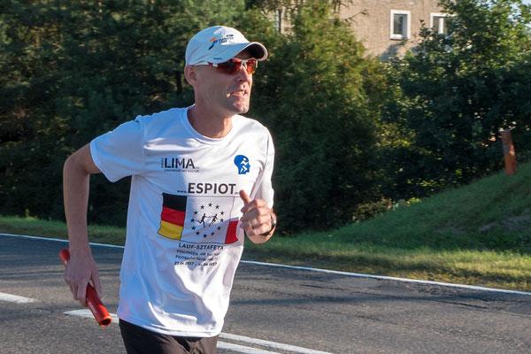 Marek Doniec setzt die frühe Etappe fort
