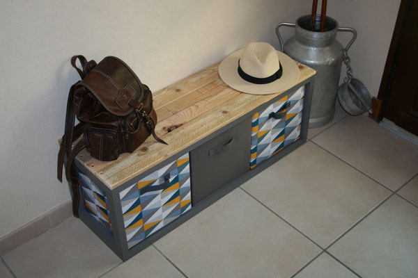 Banc en bois de palette et ses panières en intissé