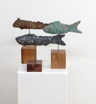 Fisch Skulpturen in unterschiedlichen Größen, teilweise mit Bronze-, Kupfer-, oder Eisenpatina