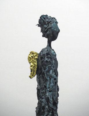 Figur aus Pappmache mit Bronzepatina und Blattgold  - montiert auf  geölte Eiche - Größe ca. 53 cm  - ohne Titel